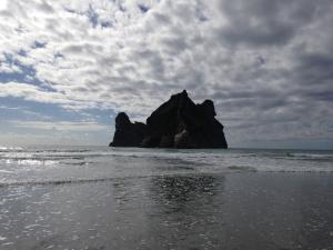 Wharariki-Beach-05.JPG